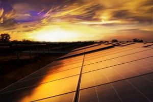 Tramonto e pannelli solari