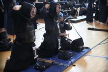 Gli atleti dell'Okami Kendo Roma durante una competizione