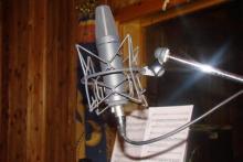 Uno dei microfoni Neumann impiegati durante una sessione di registrazione presso il Glance Studio