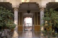L'ingresso dello Studio Glance in via Vivaio 6, a due passi dal Conservatorio di Milano.