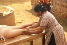 maladi terapista di massaggio ayurvedico